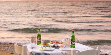 Illallinen Psalidin rannalla, Kos, Kreikka.