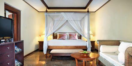 Deluxe huone, Puri Santrian, Sanur, Bali.