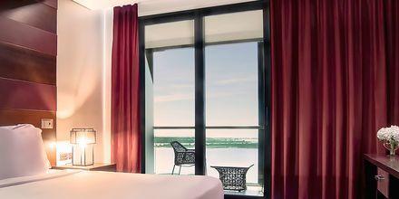 Deluxe -sviitti, hotelli Radisson Blu Yas Island. Abu Dhabi.