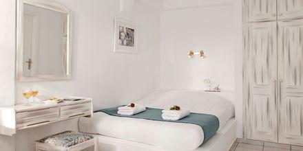 Kahden hengen huone. Hotelli Regina Mare, Santorini, Kreikka.