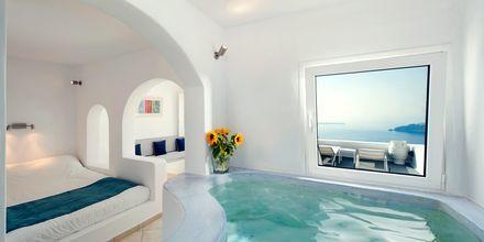 Deluxe-huone. Hotelli Regina Mare, Santorini, Kreikka.