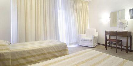 Kahden hengen huone, hotelli Residencial Greco. Funchal, Madeira.