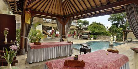 Hierontaa, hotelli Respati Beach, Sanur, Bali, Indonesia.