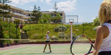 Tennis. Hotelli Rethymno Palace, Rethymnon, Kreeta, Kreikka.
