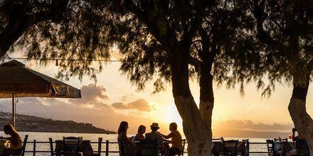 Illallinen auringonlaskun aikaan. Rethymnonin, Kreeta.