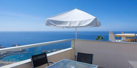 Superior-kaksio ja -kolmio. Hotelli Riosol, Puerto Rico, Gran Canaria.