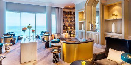 Club-huoneessa majoittuvilla on pääsy loungeen, joka on avoinna vuorokauden ympäri.