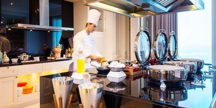 Club-loungessa tarjoillaan aterioita ja välipaloja.