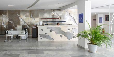 Aula ja vastaanotto. Hotelli RK Beach, Kamari, Santorini.