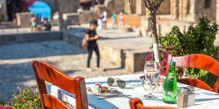 Vanhassa kaupungissa on paljon viihtyisiä kahviloita ja ravintoloita.