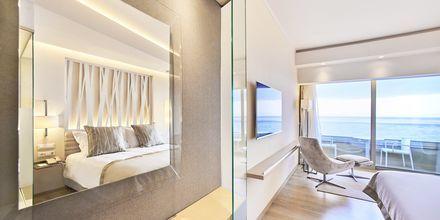 Deluxe -huone merinäköalalla, hotelli Rodos Palace. Ixia, Rodos, Kreikka.