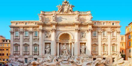 Fontana di Trevi -suihkulähde on Rooman kuuluisimpia nähtävyyksiä