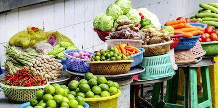 Eksoottisia hedelmiä markkinoilla, Saigon, Vietnam.