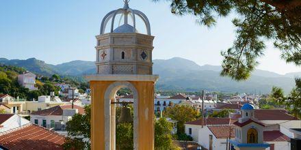 Vieraile viihtyisässä Ormoksen kylässä, joka sijaitsee 4 kilometriä pitkän rannikon varrella Votsalakiassa.