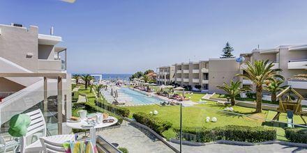Näkymä allasalueelle, Hotelli Santa Helena Beach, Platanias