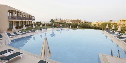 Rentoutumisallas Pearl Wingissä, Hotelli Giannoulis Santa Marina Beach, Agia Marina, Kreeta.
