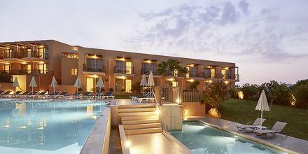 Allasalue Pearl Wingissä, Hotelli Giannoulis Santa Marina Beach, Agia Marina, Kreeta.