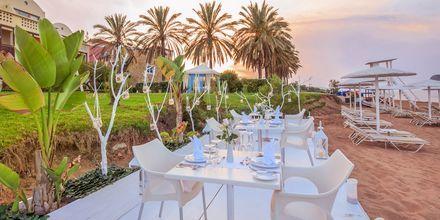 Hotelli Santa Marina Plazassa voit nauttia illallisen rannalla.