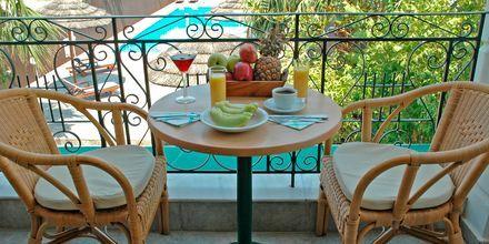 Näköala altaalle. Hotelli Santa Maura, Lefkas, Kreikka.