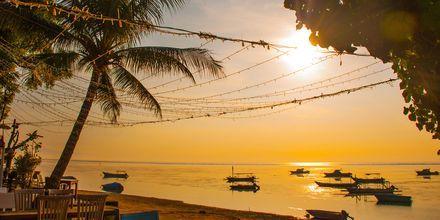 Auringonlasku ravintolasta. Sanur, Bali.