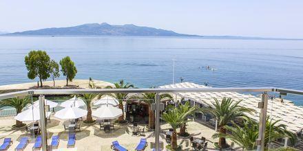 Kahden hengen huone merinäköalalla. Hotelli Saranda Palace, Albania.
