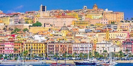 Cagliarin kaupunki mereltä käsin.
