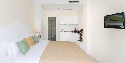 Yksiö. Hotelli Sellada Beach, Santorini, Kreikka.