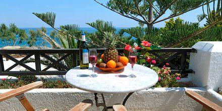Näkymä parvekkeelta. Hotelli Sellada Beach, Santorini, Kreikka.