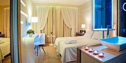 Kahden hengen huone. Hotelli Aegean Pearl, Rethymnon, Kreeta.