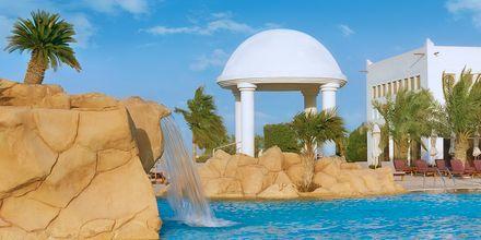 Suihkulähde isossa altaassa. Sharq Village & Spa, Doha, Qatar.