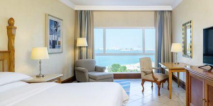 Deluxe-huone, hotelli Sheraton Jumeirah Beach Resort. Dubai, Arabiemiraatit.