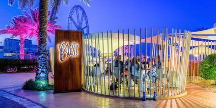 Bliss loungebaari, hotelli Sheraton Jumeirah Beach Resort. Dubai, Arabiemiraatit.