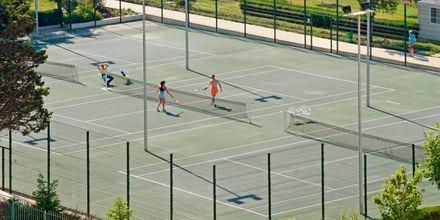 Tenniskenttä, Hotelli Sol Nessebar Palace, Nessebar, Bulgaria.