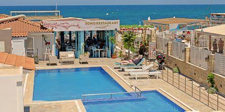 Allasalue. Hotelli Sonio Beach, Platanias, Kreeta, Kreikka.