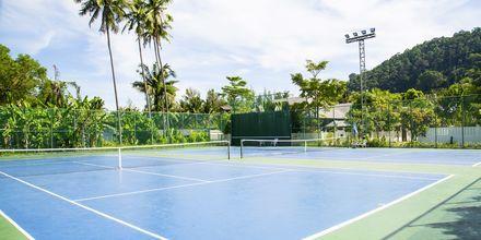 Tenniskenttä, hotelli Southern Lanta Resort, Thaimaa.