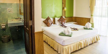 Superior -huone, hotelli Southern Lanta Resort, Thaimaa.
