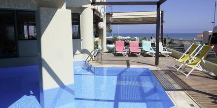 Pieni allasalue. Hotelli Steris, Rethymnonin kaupunki, Kreeta, Kreikka.