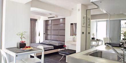 Deluxe-yksiö. Hotelli Summertime, Platanias, Kreeta, Kreikka.