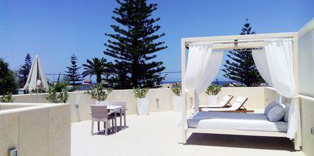 Kattoterassi deluxe-yksiössä. Hotelli Summertime, Platanias, Kreeta, Kreikka.