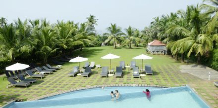 Allasalue, The Hotel O Goa, Pohjois-Goa, Intia.