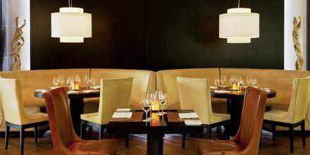 Ravintola Hunters Room & Grill. Hotelli The Westom Dubai Mina Seyahi. Dubai, Arabiemiraatit.