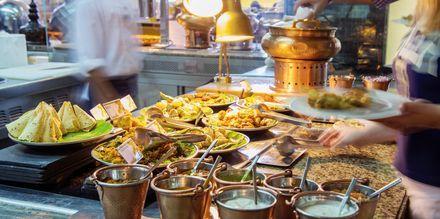 Brunssi ravintolassa Bubbalicious. Hotelli The Westom Dubai Mina Seyahi. Dubai, Arabiemiraatit.