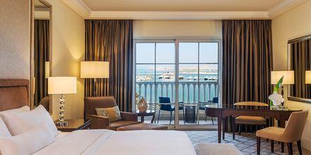 Deluxe -huone. Hotelli The Westom Dubai Mina Seyahi. Dubai, Arabiemiraatit.