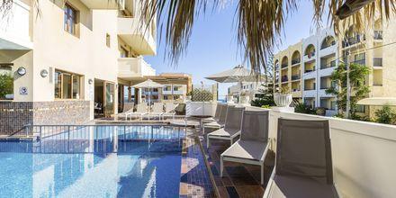 Allas sivurakennuksessa, Hotelli Theartemis Palace, Kreeta, Kreikka.