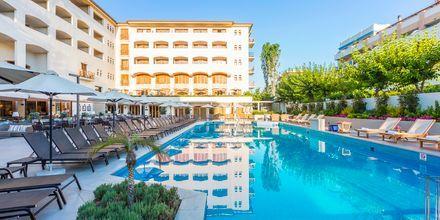 Allas päärakennuksessa, Hotelli Theartemis Palace, Kreeta, Kreikka.