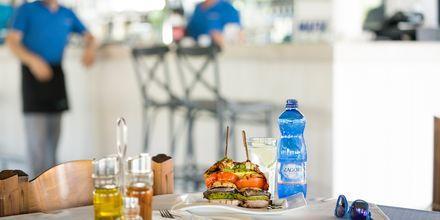 Istahda alas yhteen viihtyisistä ravintoloista ja nauti kreikkalaisesta ruoasta.