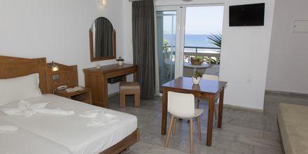 Yksiö merinäköalalla. Hotelli Tropicana, Kato Stalos, Kreeta.