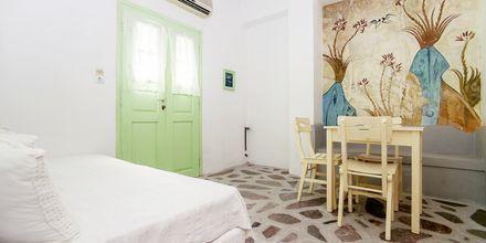 Yksiö. Hotelli Tzortzis, Kamari, Santorini.