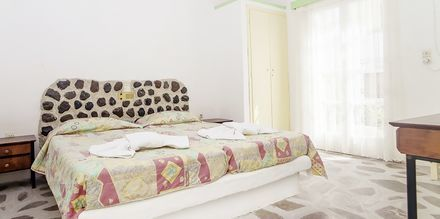 Kaksio. Hotelli Tzortzis, Kamari, Santorini.