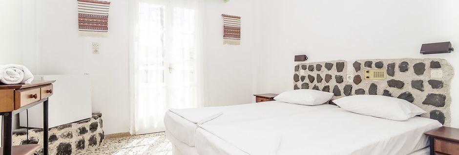 Kahden hengen huone. Hotelli Tzortzis, Kamari, Santorini.